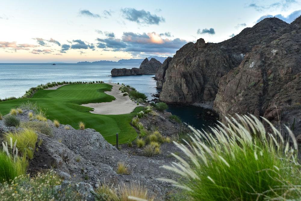 hole of golf course at Villa del Palmar